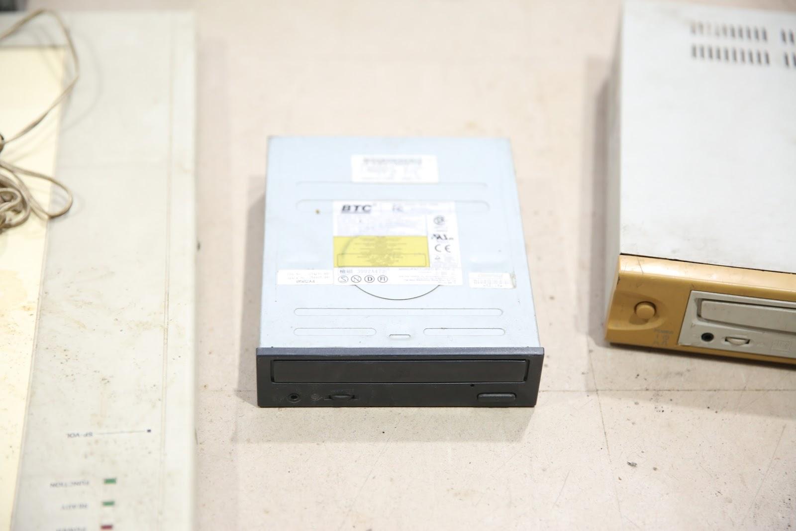 BTC BCD-F563E 52x CD Drive (2002)